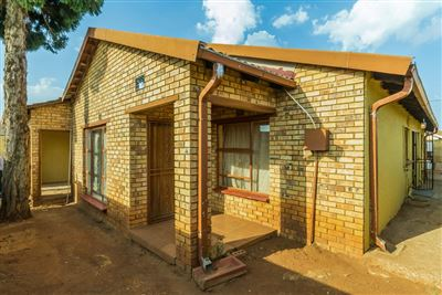Soweto, Protea Glen Property    Houses For Sale Protea Glen, Protea Glen, House 4 bedrooms property for sale Price:700,000