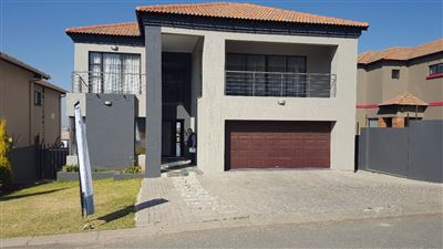 Property and Houses for sale in South Crest, House, 5 Bedrooms - ZAR 3,250,000