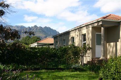 Property and Houses for sale in Paarl East, House, 3 Bedrooms - ZAR 999,999,999