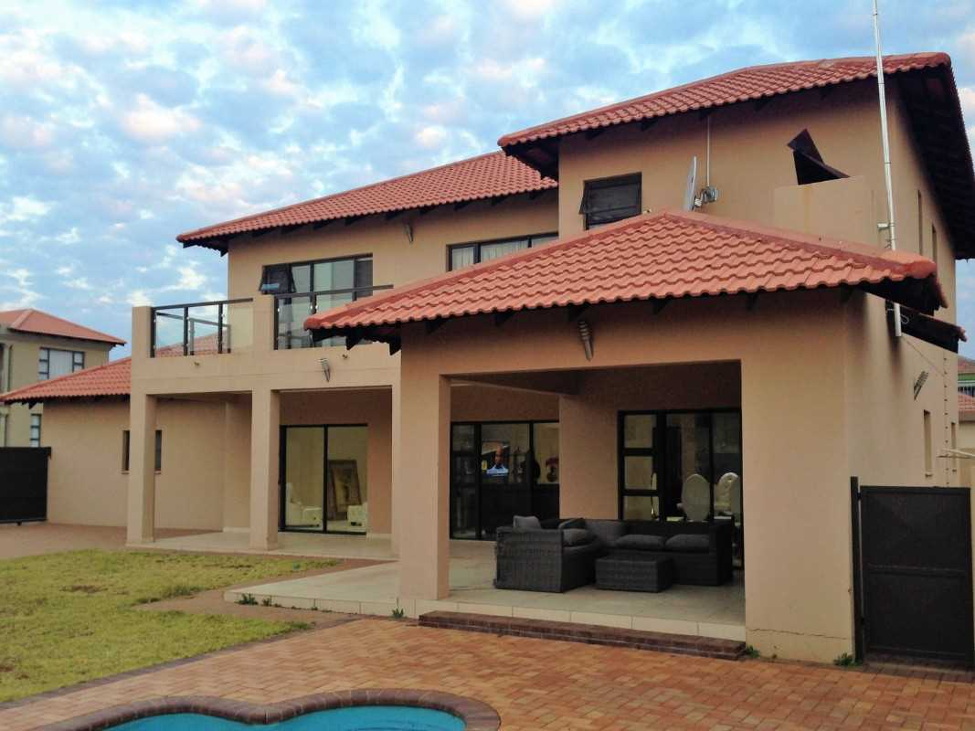 Back garden with pool and covered braai ara