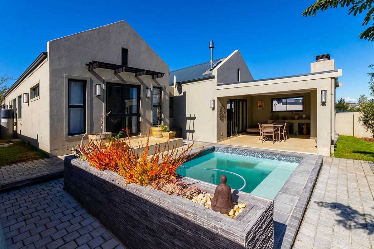 Stylish, Modern Home in Somerset West Lifestyle Estate