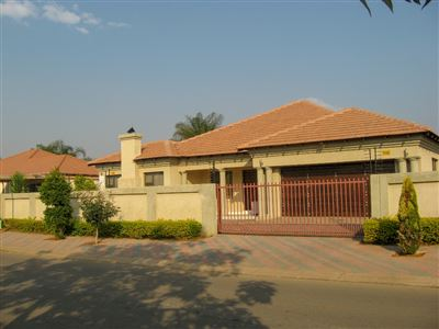 Property and Houses for sale in Doornpoort, House, 4 Bedrooms - ZAR 1,850,000
