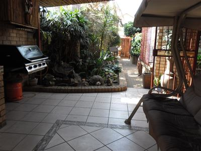 Property and Houses for sale in Reyno Ridge And Ext, Townhouse, 4 Bedrooms - ZAR 850,000