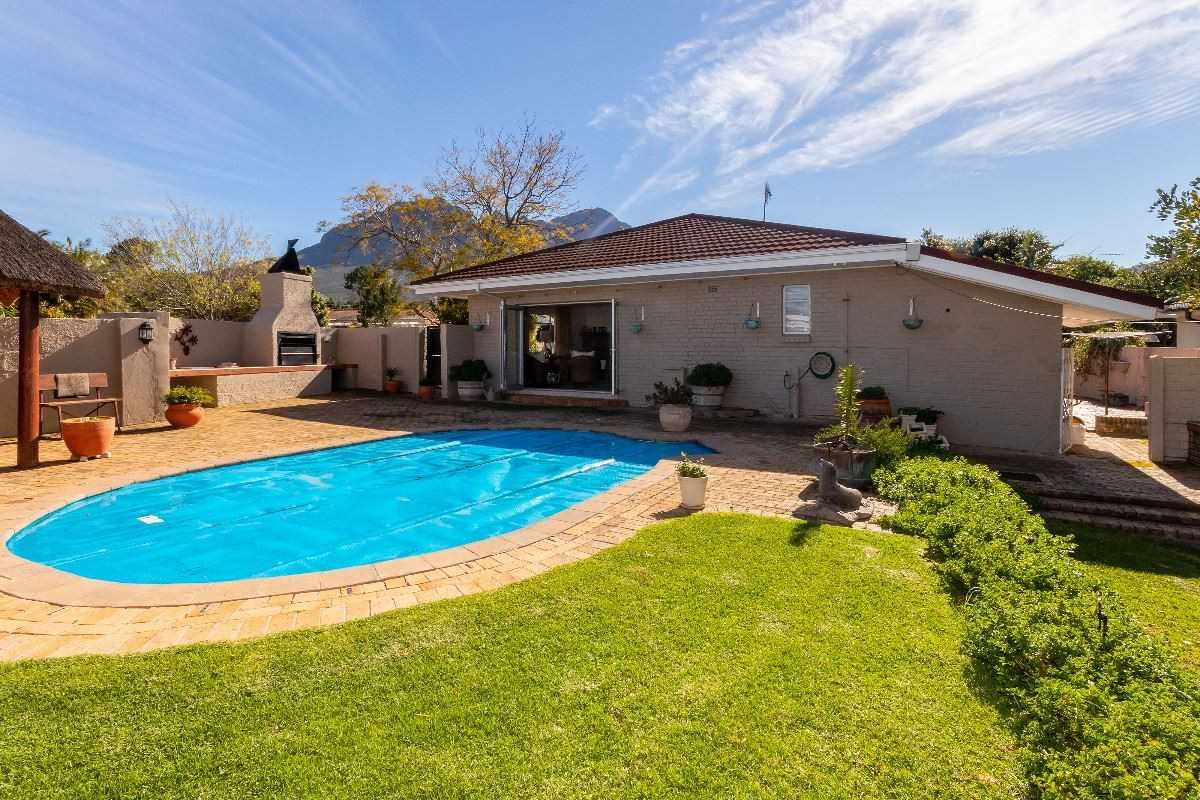 Large, Family Home in a Popular Area of Somerset West
