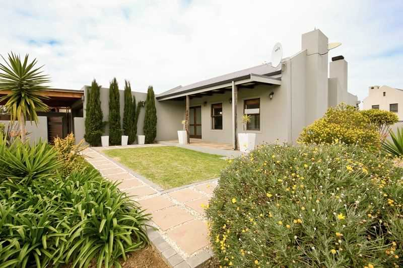 Inviting Home with Views in Somerset West