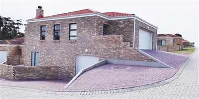 Port Elizabeth, Glenroy Park Property  | Houses For Sale Glenroy Park, Glenroy Park, Townhouse 4 bedrooms property for sale Price:1,780,000