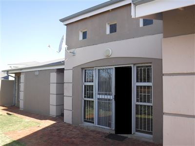 Potchefstroom, Kannoniers Park Property  | Houses For Sale Kannoniers Park, Kannoniers Park, Townhouse 2 bedrooms property for sale Price:970,000