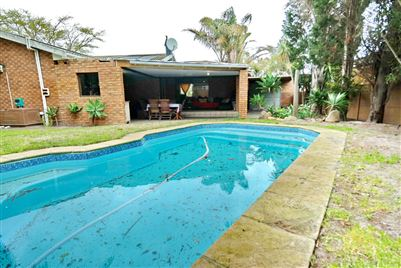 Property and Houses for sale in Rouxville, House, 4 Bedrooms - ZAR 2,295,000