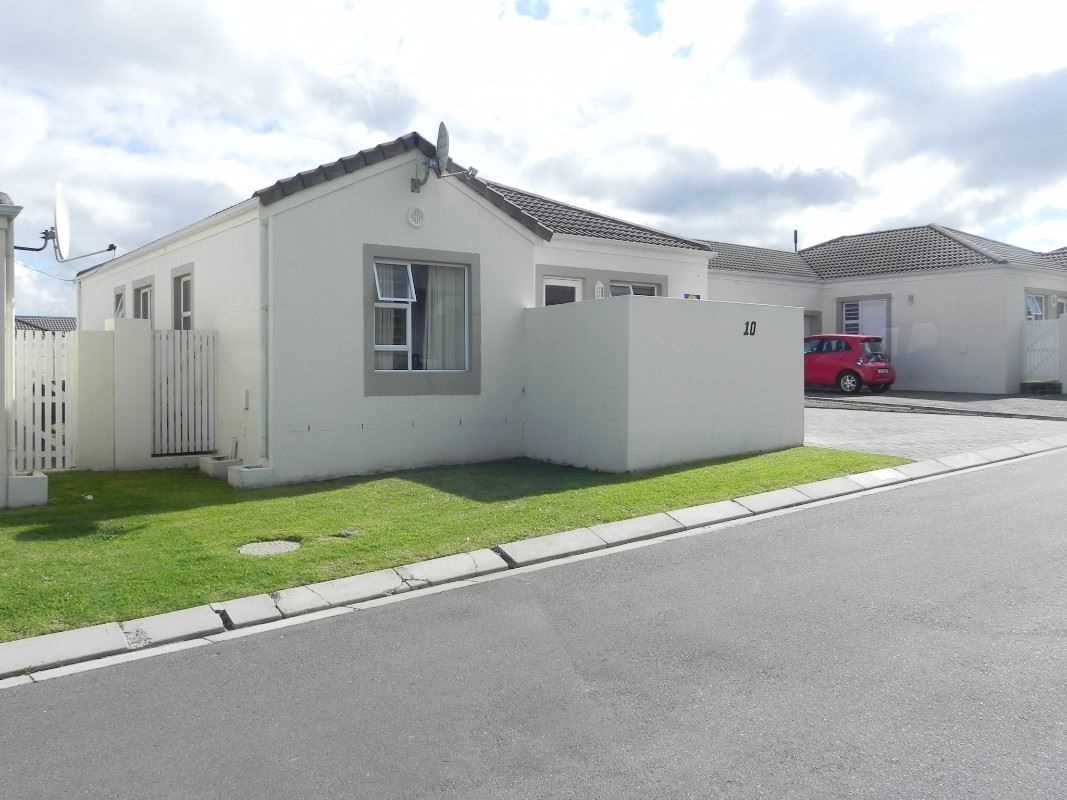 3 Bedroom family home in Somerset West Security Estate