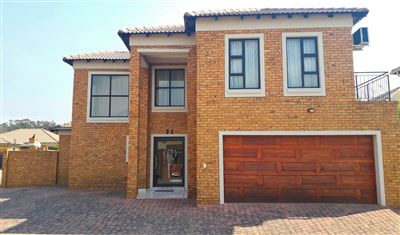 Property and Houses for sale in New Market Park, House, 3 Bedrooms - ZAR 2,385,000