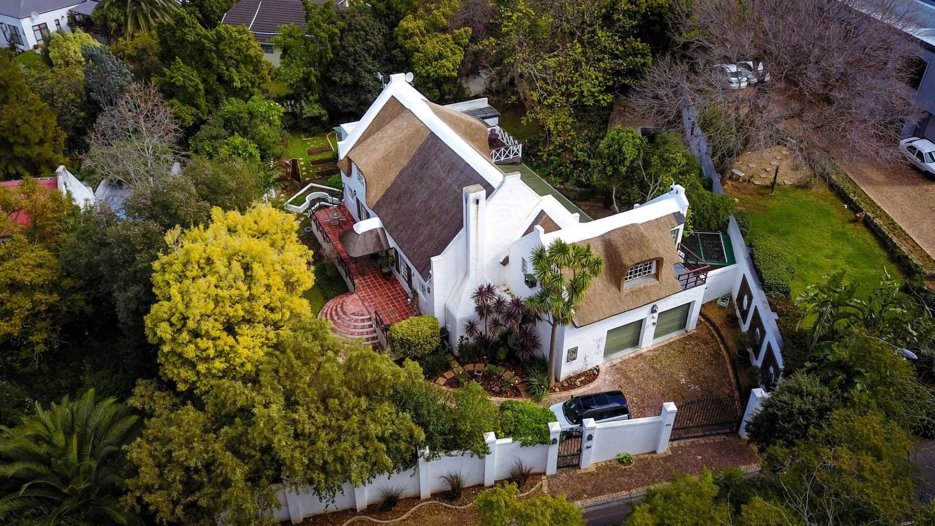 Comfortable Family Living in a Prime Somerset West Location