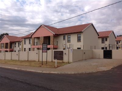 Roodepoort, Groblerpark Property  | Houses For Sale Groblerpark, Groblerpark, Townhouse 3 bedrooms property for sale Price:670,000