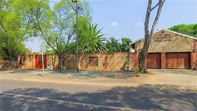 Property and Houses for sale in Waverley, House, 4 Bedrooms - ZAR 2,700,000