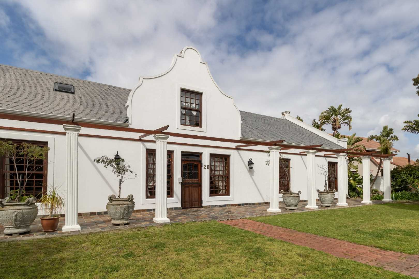 Cape Dutch home in Stellenberg