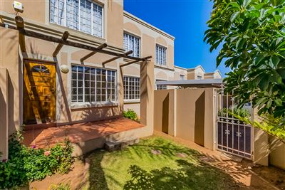 Roodepoort, Roodekrans Property  | Houses For Sale Roodekrans, Roodekrans, Townhouse 3 bedrooms property for sale Price:750,000
