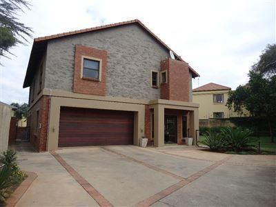 Property and Houses for sale in Olympus, House, 4 Bedrooms - ZAR 2,899,000