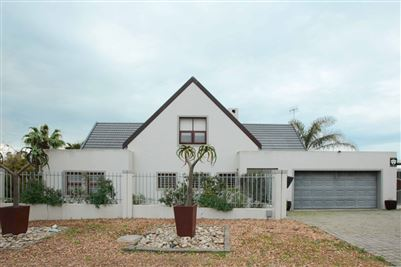 Property and Houses for sale in Uitzicht, House, 3 Bedrooms - ZAR 2,795,000