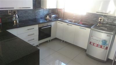 Property and Houses for sale in South Crest, House, 3 Bedrooms - ZAR 910,000