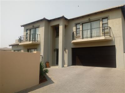Property and Houses for sale in Thatchfield Estate, House, 3 Bedrooms - ZAR 1,950,000