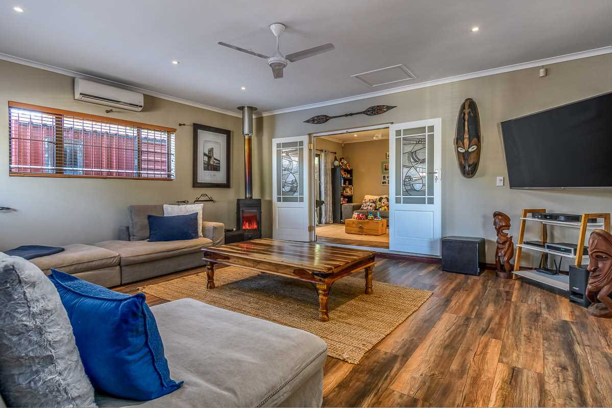 Incredible home with dual living in Aurora - R5,495,00