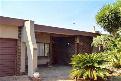 Pretoria, Kilner Park Property    Houses For Sale Kilner Park, Kilner Park, House 4 bedrooms property for sale Price:1,400,000