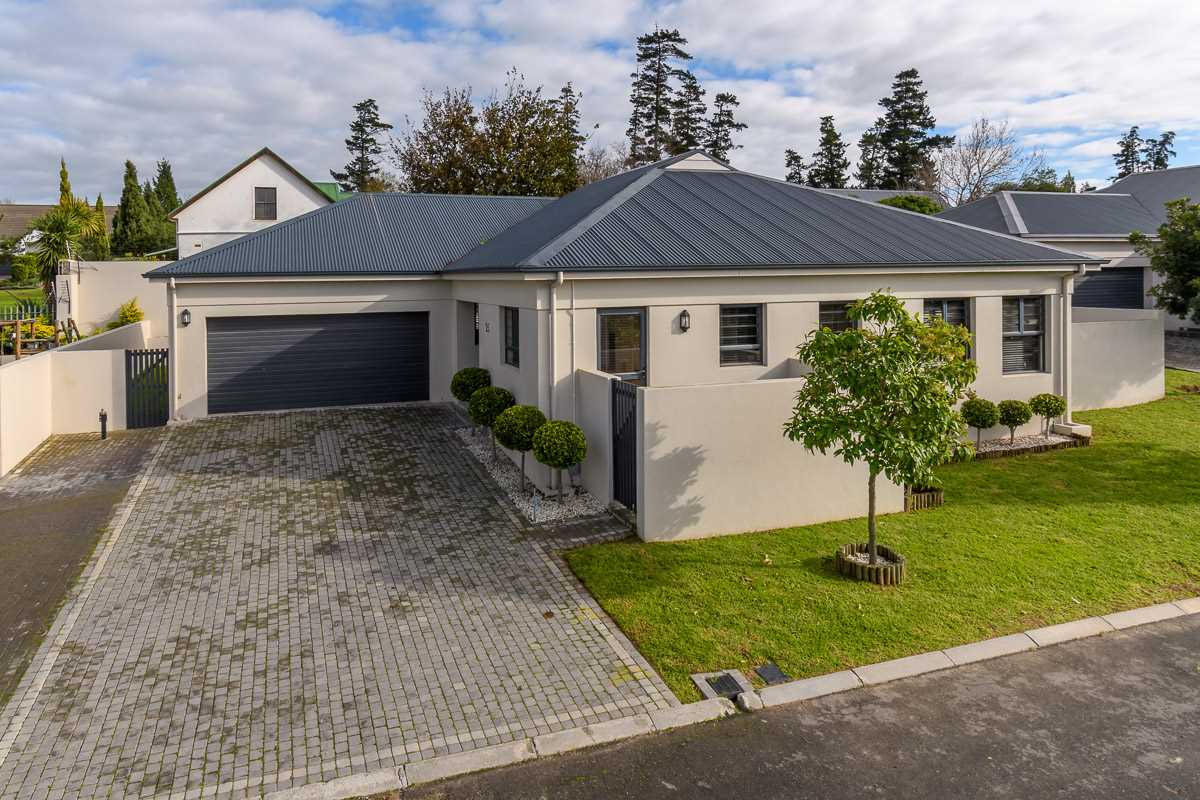 Sophisticated living in Sonstraal Heights - R3,250,000