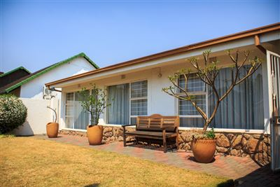Johannesburg, The Hill Property    Houses For Sale The Hill, The Hill, House 3 bedrooms property for sale Price:1,750,000