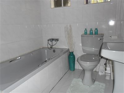 Die Heuwel property for sale. Ref No: 13682533. Picture no 11