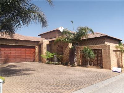 Property and Houses for sale in New Market Park, Cluster, 3 Bedrooms - ZAR 1,850,000