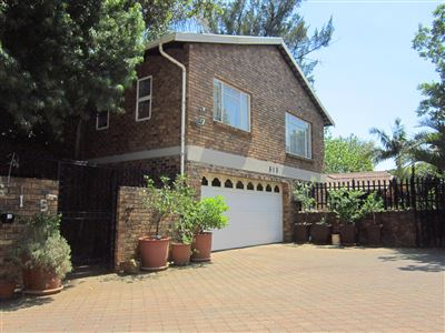 Property and Houses for sale in Elarduspark, House, 5 Bedrooms - ZAR 1,995,000