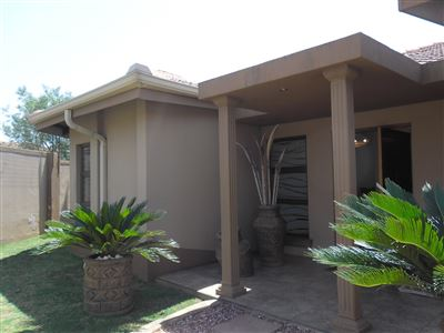 Property and Houses for sale in Reyno Ridge, House, 3 Bedrooms - ZAR 2,702,700