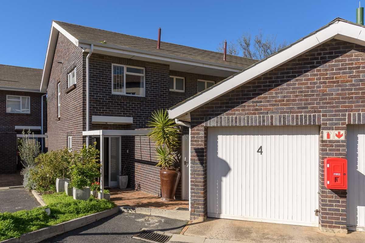 Facebrick Duplex in sought after Sonstraal