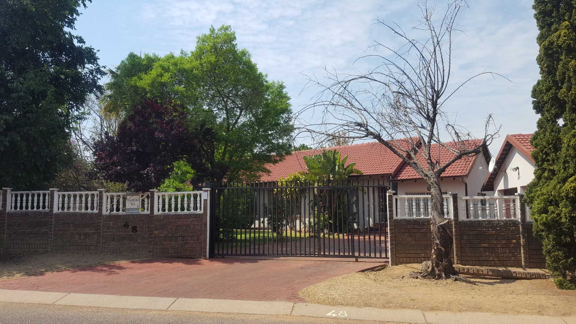 3 Bedroom house on Massive stand!