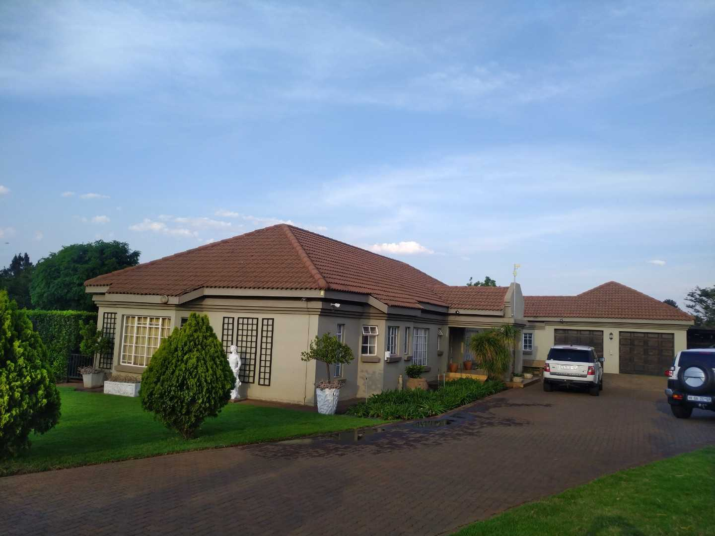 Perfect, Secure, Family Home For Sale in Raslouw