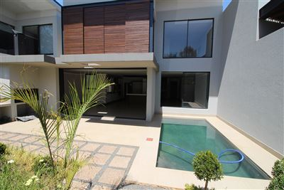 Property and Houses for sale in Menlo Park, Townhouse, 4 Bedrooms - ZAR 4,150,000