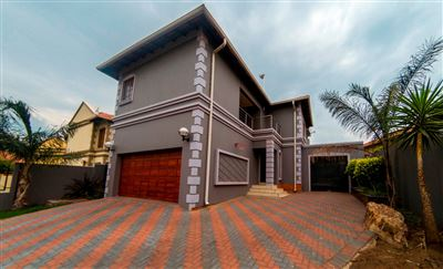 Property and Houses for sale in South Crest, House, 3 Bedrooms - ZAR 2,100,000