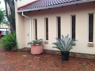 Property and Houses for sale in Karenpark, House, 3 Bedrooms - ZAR 1,000,000