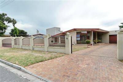 Property and Houses for sale in Silver Oaks, House, 5 Bedrooms - ZAR 2,299,000