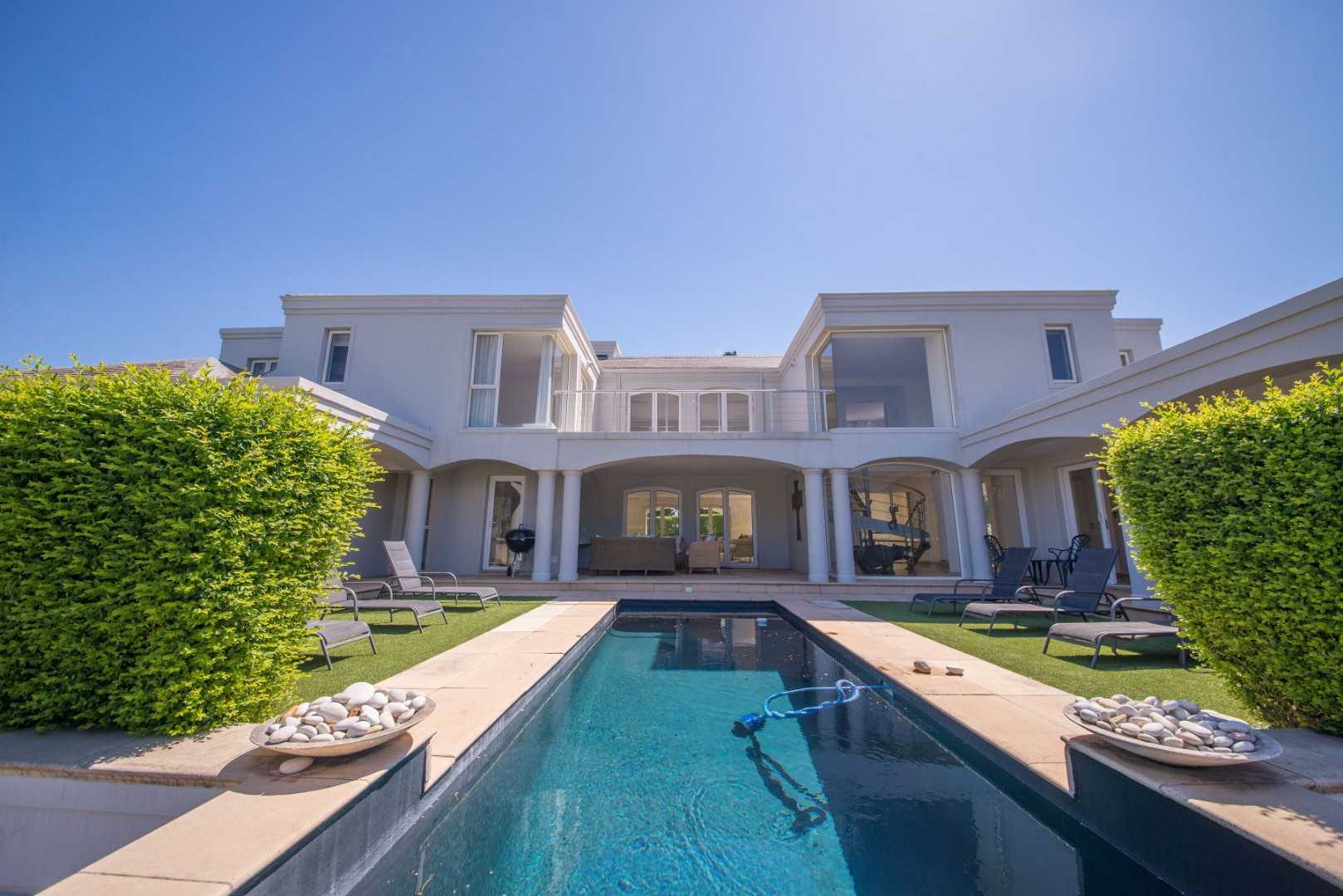 Stunning Large Modern Executive Home in Erinvale Golf Estate