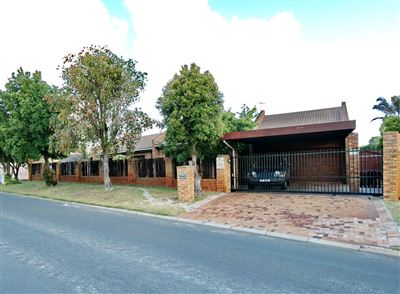 Property and Houses for sale in Amandelsig, House, 3 Bedrooms - ZAR 2,750,000