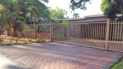 Property and Houses for sale in Rooihuiskraal, House, 3 Bedrooms - ZAR 1,799,000