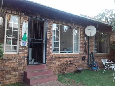Property and Houses for sale in Rooihuiskraal North, Townhouse, 2 Bedrooms - ZAR 890,000