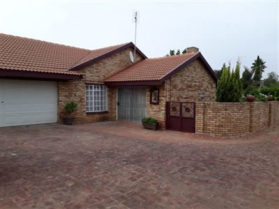 Property and Houses to rent in Klerksdorp (All), Townhouse, 3 Bedrooms - ZAR ,  8,00*,M