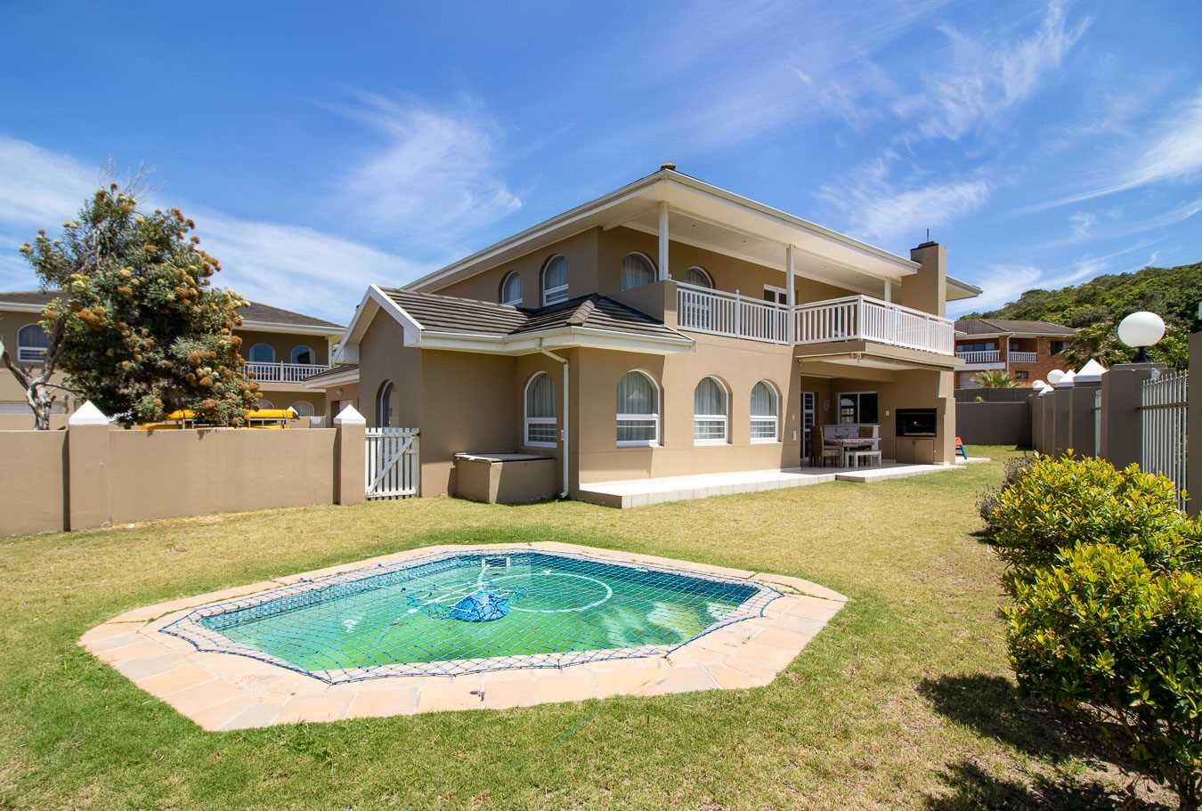 Four Bedroom Home On the Beachfront in Port Alfred