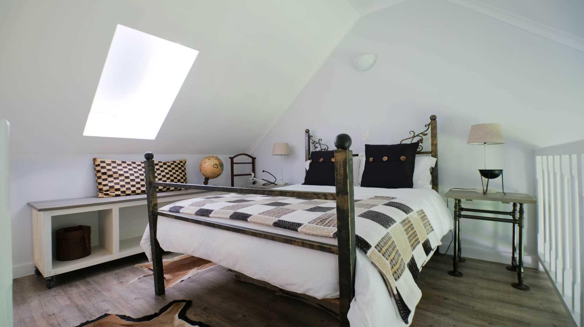 Upstairs loft bedroom