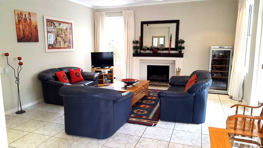 Lounge with gas fire place