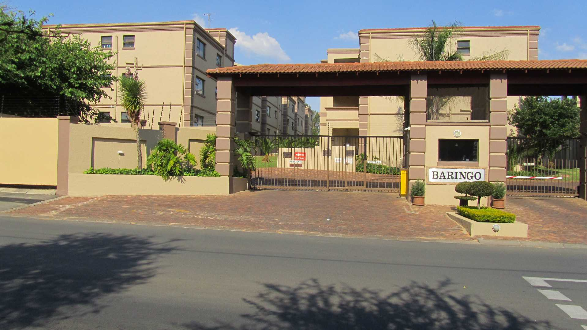 2 Beds 2 Bath Apartment in Sunninghill