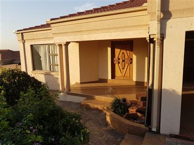 Property and Houses for sale in Model Park, House, 4 Bedrooms - ZAR 1,827,500