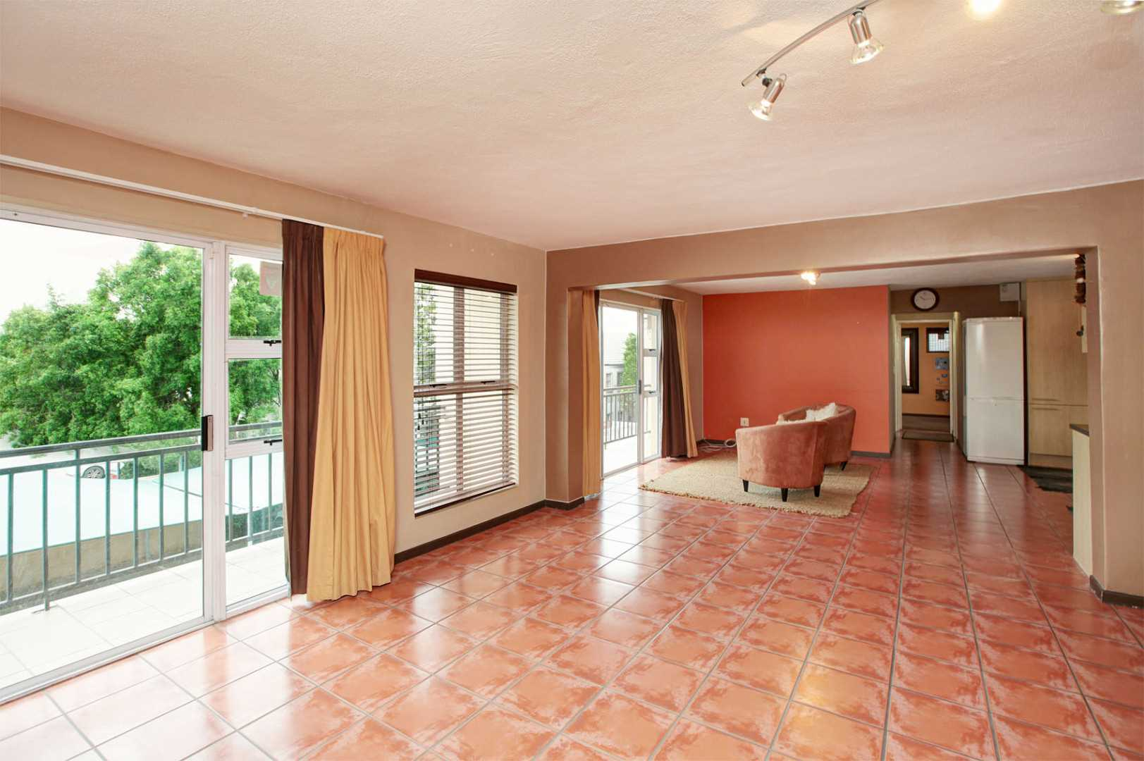Incredible 102m² Apartment with garage & 2 parking bays