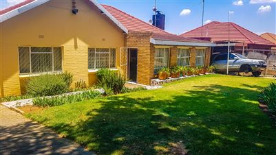 Johannesburg, Linmeyer Property  | Houses For Sale Linmeyer, Linmeyer, House 4 bedrooms property for sale Price:1,489,000